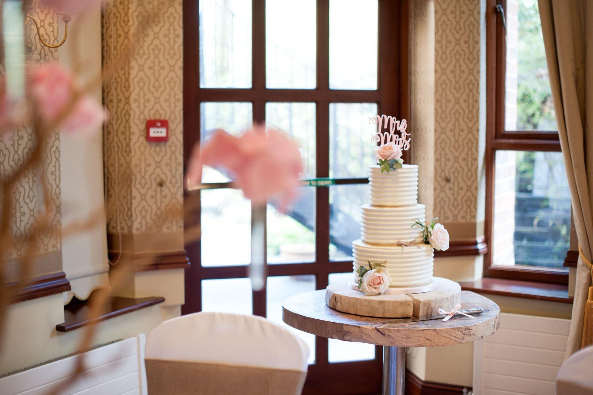 Hampshire Wedding Cake Roses